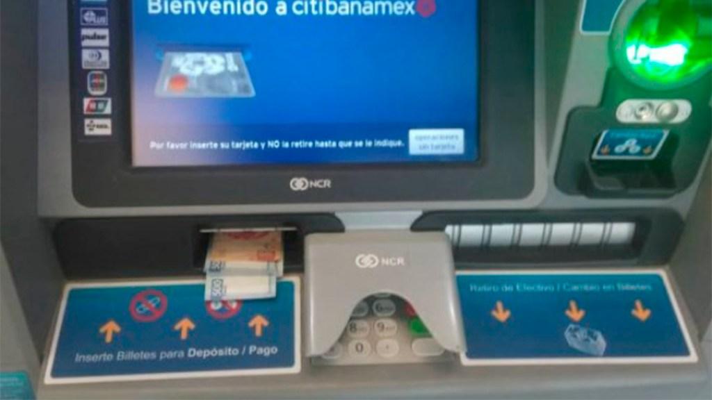 Policía descubre mil 600 pesos en cajero automático en Perisur. Noticias en tiempo real