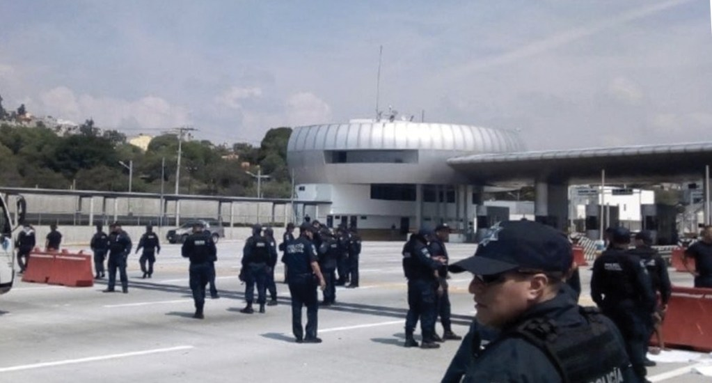 Policías Federales bloquean caseta México-Cuernavaca - Foto de El Diario de Morelos
