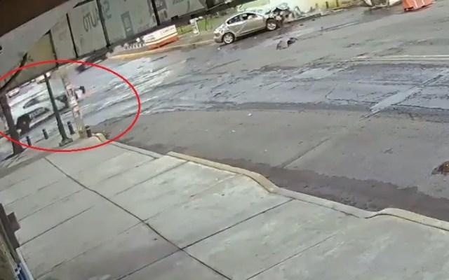 #Video Policías presenciaron choque y no auxiliaron a víctimas en CDMX - Policías evaden accidente en lugar de auxiliar a heridos. Captura de pantalla