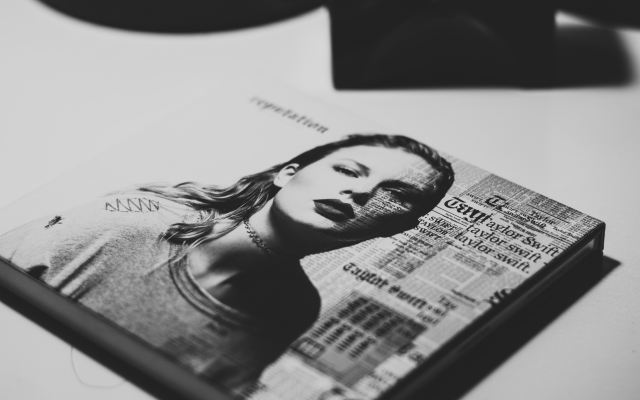 Taylor Swift es la celebridad mejor pagada del mundo, según Forbes - Photo by Raphael Lovaski on Unsplash