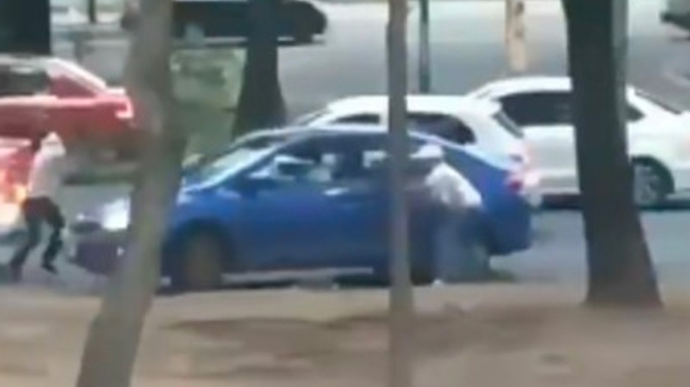 #Video Conductor evita asalto y los delincuentes van contra otra víctima - robo a conductor