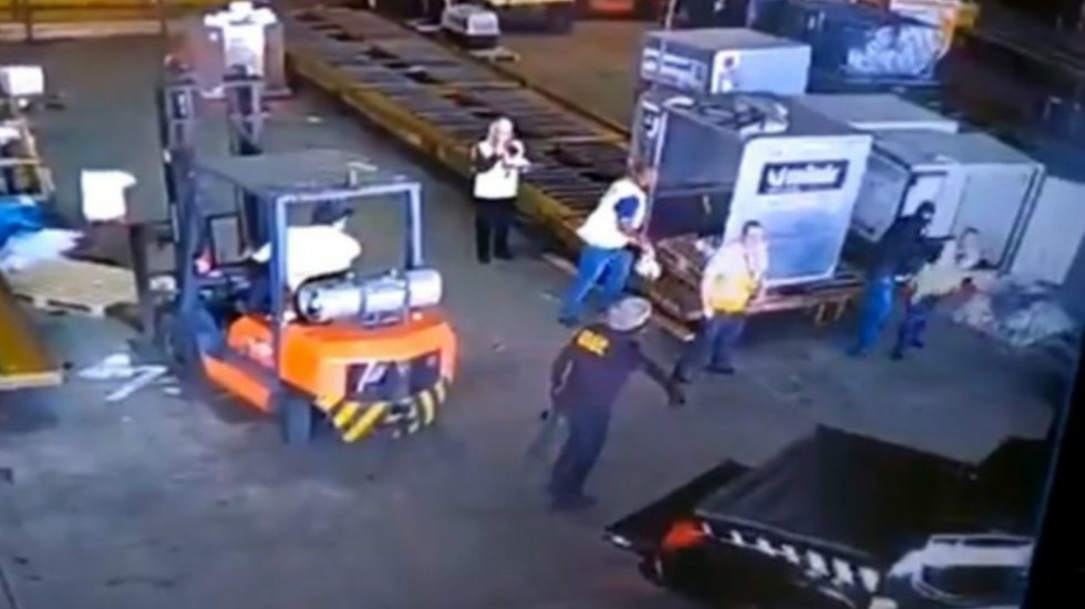 Resultado de imagen para Roban cerca de una tonelada de oro en el mayor aeropuerto de Brasil