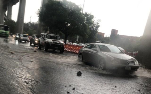 Caos en Santa Fe por fuerte lluvia - Foto de @Gabrl33