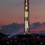 Apolo 11, la misión que llevó al hombre a la Luna -  El lanzamiento del cohete Apolo 11 Saturn IV se proyecta este viernes, en el Monumento a Washington y se exhiben pantallas adicionales en el National Mall de Washington (EE.UU.).