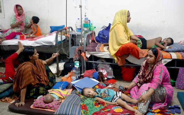Bangladesh vive el peor brote de dengue de su historia - Foto de EFE/EPA/MONIRUL ALAM,