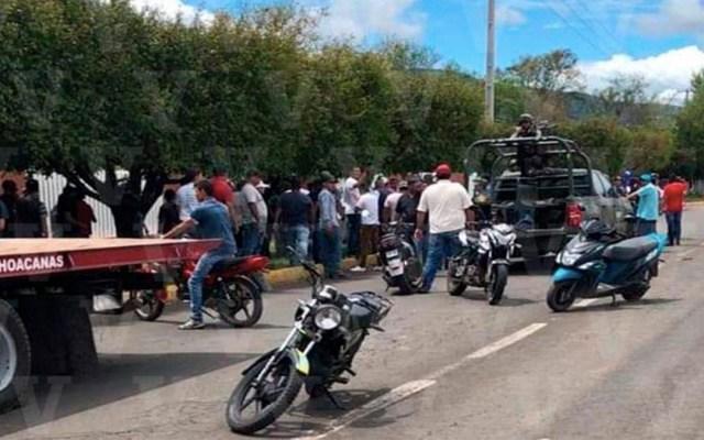 """#Video Agreden a soldados por detención de """"halcón"""" en Michoacán - agresión soldados michoacán"""