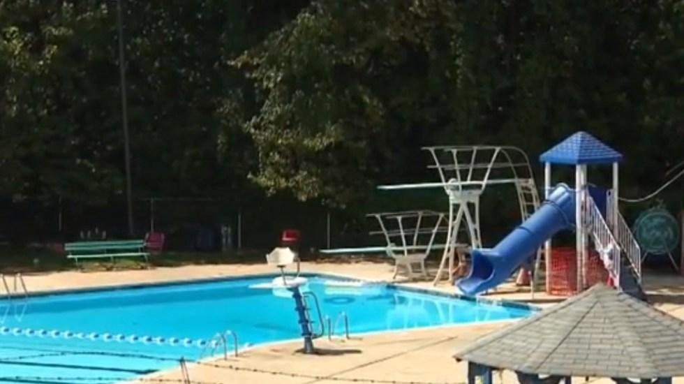 Adolescente se ahoga en alberca tras ingresar de manera ilegal a club - Alberca del Club de Natación Folcroft. Captura de pantalla / Fox29