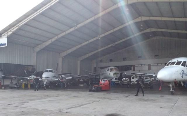 Policía de Guatemala realiza 13 allanamientos en Aeropuerto La Aurora - Allanamiento en hangares de la terminal aérea La Aurora. Foto de @PNCdeGuatemala