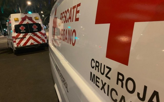 Choque deja lesionados en la autopista México-Toluca - Ambulancias de la Cruz Roja. Foto de @CruzRoja_CDMX