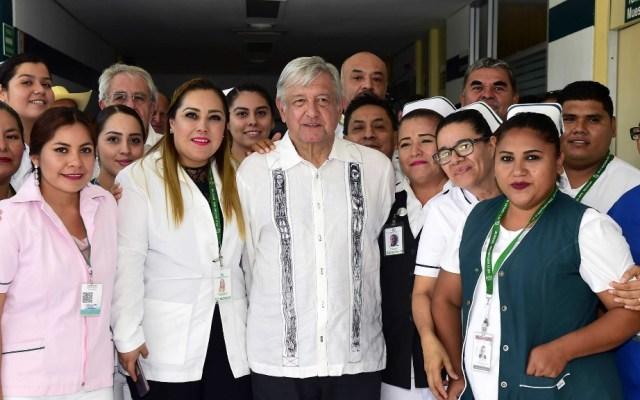 AMLO anuncia convocatoria a médicos para cubrir vacantes en el Seguro Social - AMLO Andrés Manuel López Obrador Comunidad del Hospital Rural Huetamo