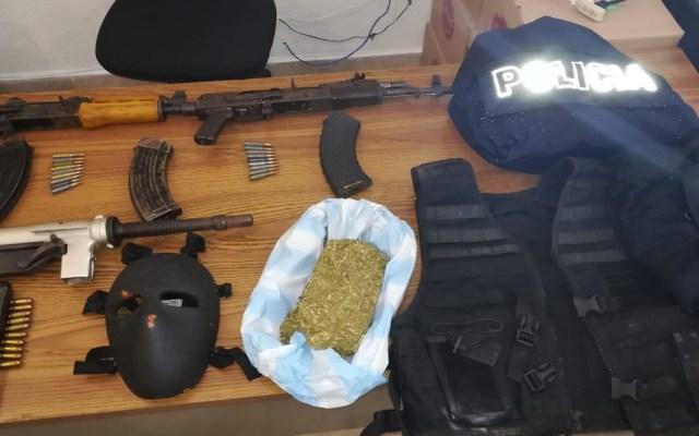 Decomisan AK-47 y subametralladora en inmueble de Ecatepec - Armas y drogas decomisadas en Ecatepec. Foto de FGJEM