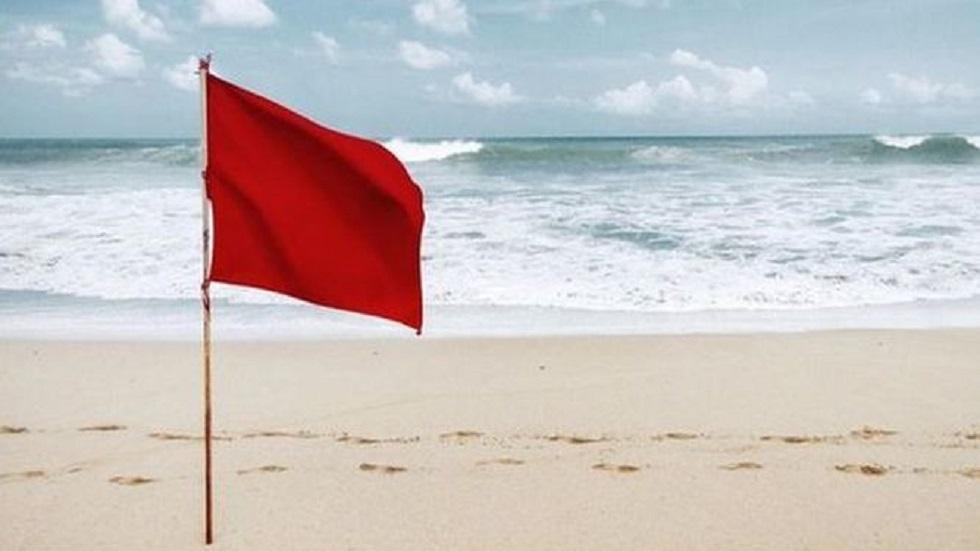 Cierran puerto de Cabo San Lucas por tormenta tropical Ivo - Bandera roja en playa. Foto de TVN-2