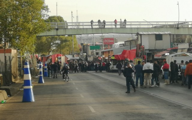 Bloquean Anillo Periférico por retiro de ambulantes - Bloqueo de comerciantes en Periférico y Calle 7. Foto de @saidochoa