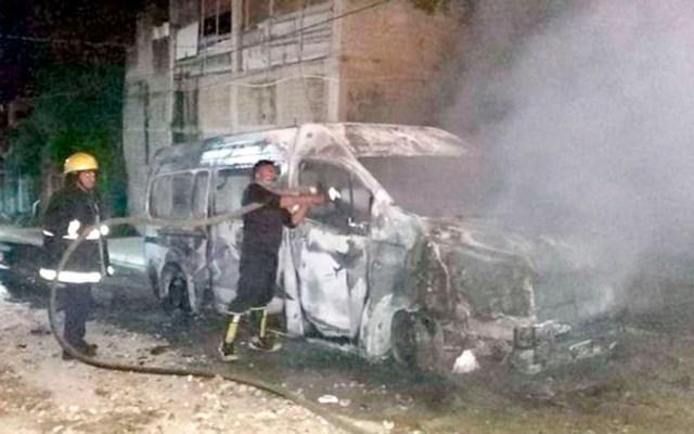 Balaceras, persecuciones y asesinatos durante fin de semana en Acapulco - camioneta incendiada Acapulco