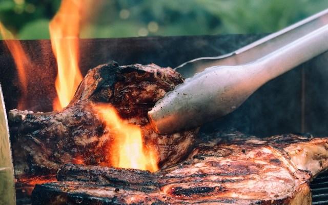 ONU debate cambios a dieta alimentaria para salvar el planeta - La ganadería es responsable del 15 por ciento de las emisiones de gases de efecto invernadero, por lo que se llama a disminuir el consumo de carne. Foto de Paul Hermann / Unsplash
