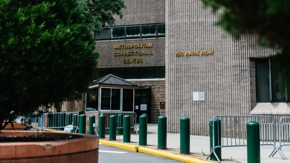 Tras muerte de Epstein, suspenden a dos guardias y reasignan a director de prisión - Foto de EFE