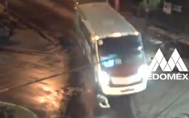 #Video Chofer de microbús atropella a ciclista y escapa - Ciclista atropellado por micrubús en Metepec. Captura de pantalla / @SS_Edomex