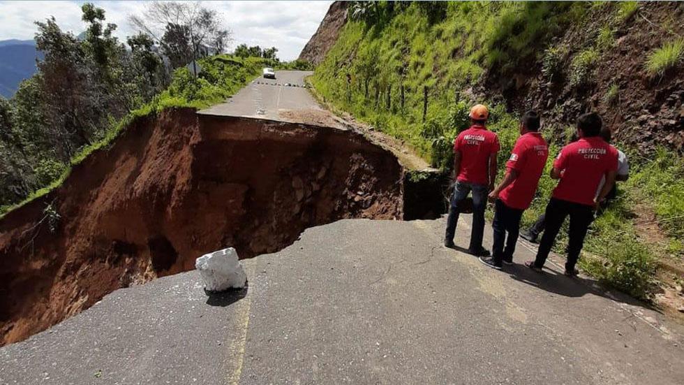 Lluvias incomunican a tres municipios en Guerrero - Deslave en carretera de Guerrero. Foto de Milenio