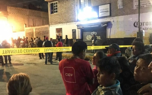 Ejecutan a hombre y hieren a dos personas en Nezahualcóyotl - Escena del crimen de un hombre en Nezahualcóyotl. Foto de Milenio