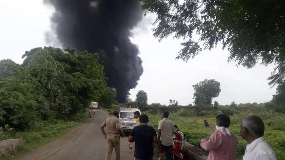 Explosión en fábrica deja al menos siete muertos en India - explosion india