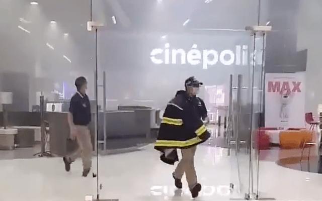 Controlan incendio en Cinépolis Tlatelolco - Captura de pantalla
