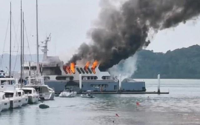 #Video Incendio consume yate de 4 millones de euros en Tailandia - Incendio de yate de lujo. Foto de Viral Press