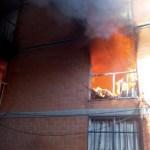 Se incendia edificio en Santa María Aztahuacán, Iztapalapa