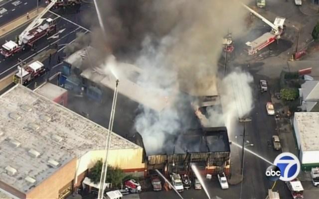 Incendio en almacén de Oakland - incendio oakland