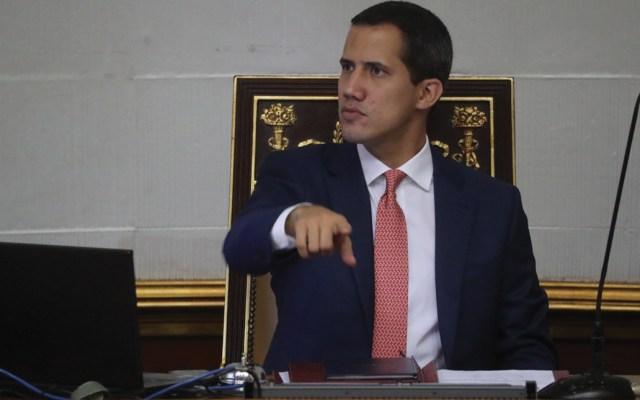 Juan Guaidó defenderá el Parlamento con ofensiva política contra Maduro - Foto de EFE