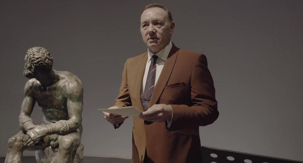 #Video Kevin Spacey declama poema sobre boxeador en Roma - Kevin Spacey declama 'El boxeador' en Roma. Captura de pantalla