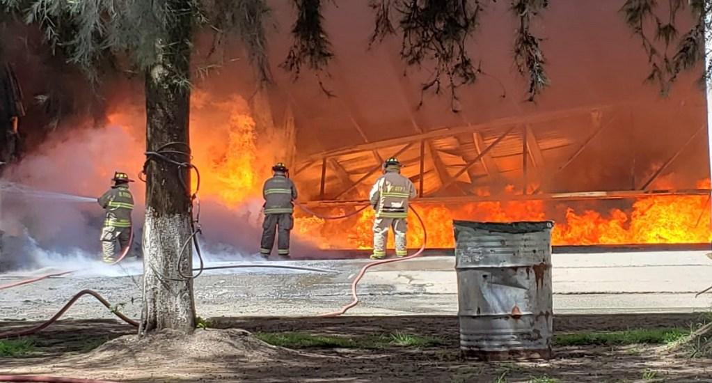Controlan incendio en fábrica de plásticos de Morelia. Noticias en tiempo real
