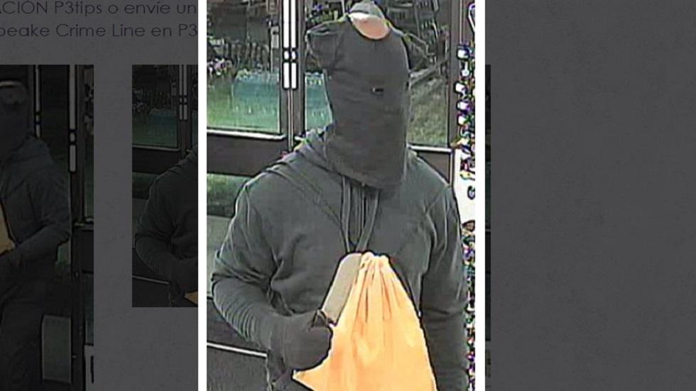 Hombre usa playera de bebé en la cara para asaltar 7-Eleven. Noticias en tiempo real