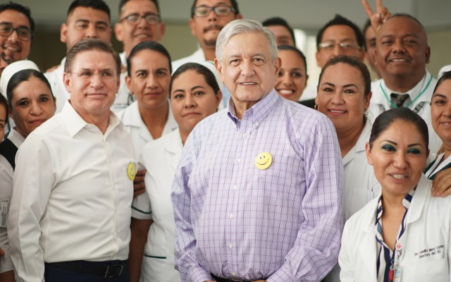 """Ni un paso atrás"": López Obrador a campesinos que realizan bloqueos - Foto de Notimex"