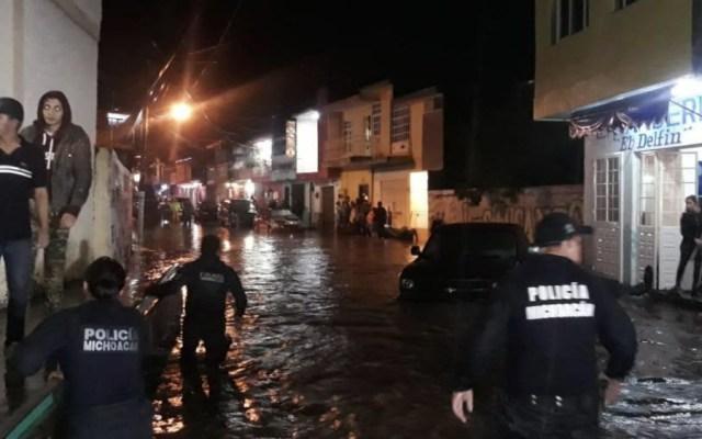 Tormenta provoca desbordamiento de ríos en Los Reyes, Michoacán - Foto de @MICHOACANSSP