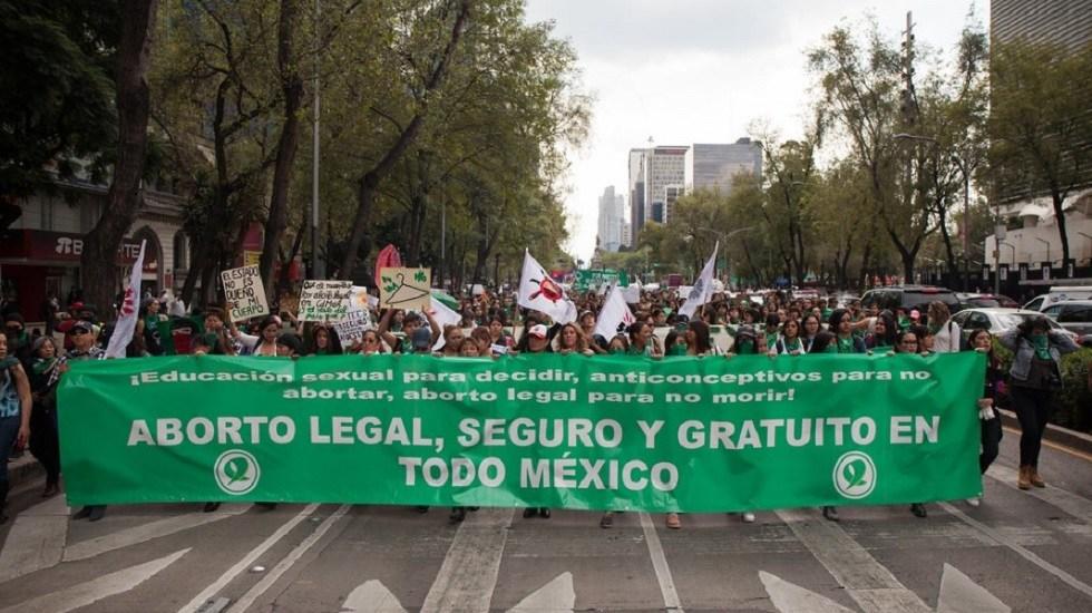 """""""Que se haga una consulta"""", AMLO sobre despenalización del aborto en México - Manifestación a favor del aborto en la CDMX. Foto de Cimac Noticias"""