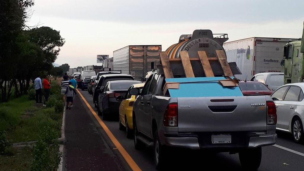 Continúa tránsito detenido en la autopista México-Querétaro. Noticias en tiempo real