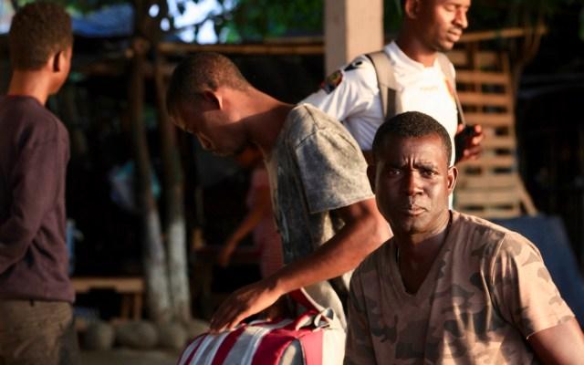 México y EE.UU. revisarán avances de acuerdo migratorio en septiembre - Migrantes haitianos a punto de cruzar el Río Suchiate el cual conecta a Guatemala con México. Foto de Notimex