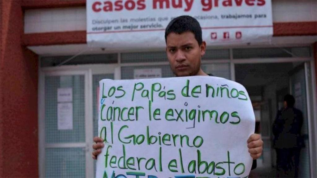 Padres de niños con cáncer se manifiestan en Hospital Infantil - padres de familia manifestación hospital infantil