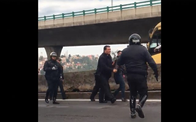 #Video Detienen a presuntos asaltantes de transporte público - Captura de pantalla