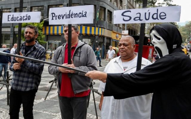 Brasileños protestan contra políticas educativas de Jair Bolsonaro - Protesta contra políticas educativas de Jair Bolsonaro. Foto de EFE