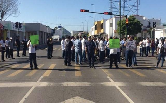 Policías de Hermosillo protestan para exigir renuncia de comisario - Foto de El Sol de Sonos