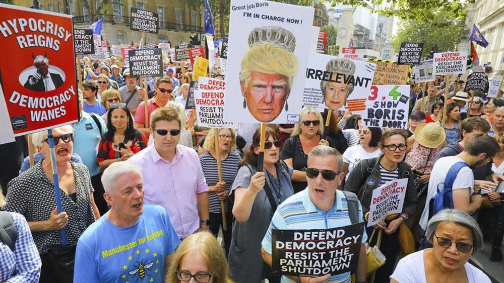 Protestan en Reino Unido por clausura del Parlamento - protesta reino unido boris