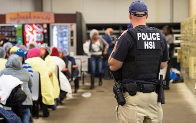 Consulados atendieron a 79 mexicanos tras redada en Mississippi - Foto de ICE