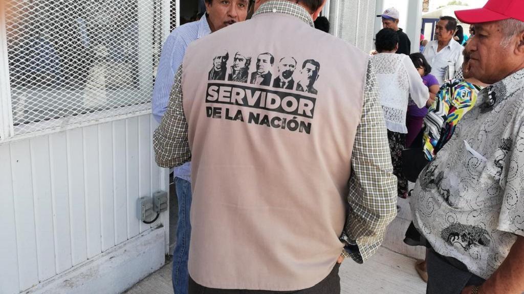 AMLO acepta resolución del INE contra su imagen en chalecos de servidores - Servidor de la Nación. El Sol de México