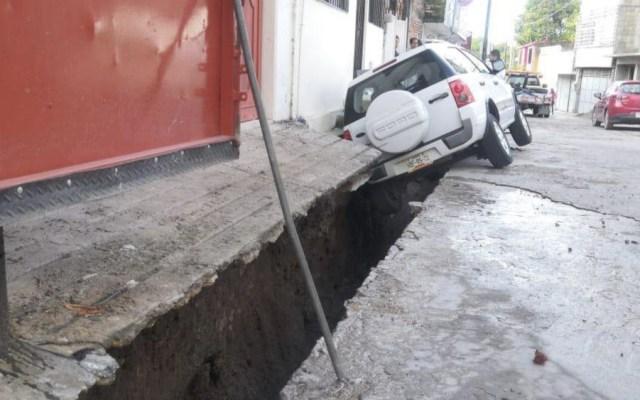 En Chilpangico se abre socavón tras tromba - Foto de @SolChilpancingo