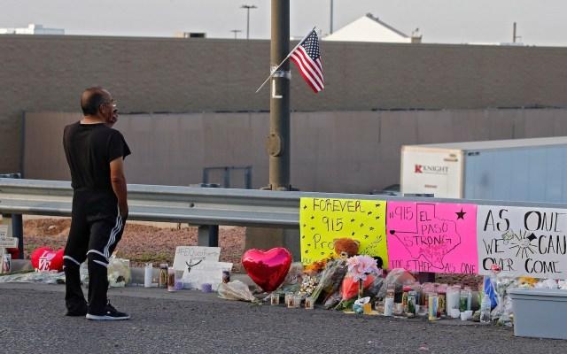 Son ocho los mexicanos muertos por tiroteo en El Paso - Vigilia e la zona del tiroteo de El Paso, Texas. Foto de EFE/ EPA/ LARRY W. SMITH.
