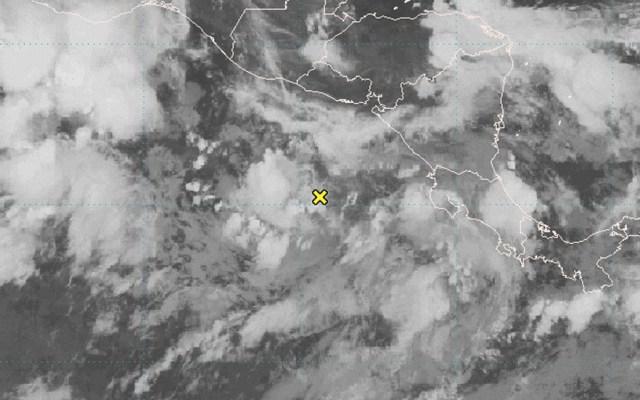 Alertan por posible generación de tormenta tropical cerca de Chiapas - El Centro Nacional de Huracanes (NHC) de Estados Unidos alertó del incremento deformación ciclónica al sur de El Salvador, Guatemala y Chiapas NHC