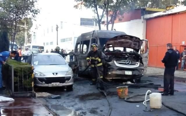 Ernestina Godoy confirma que PGJ investiga quema de unidad de transporte público - Foto de @ciemergencias