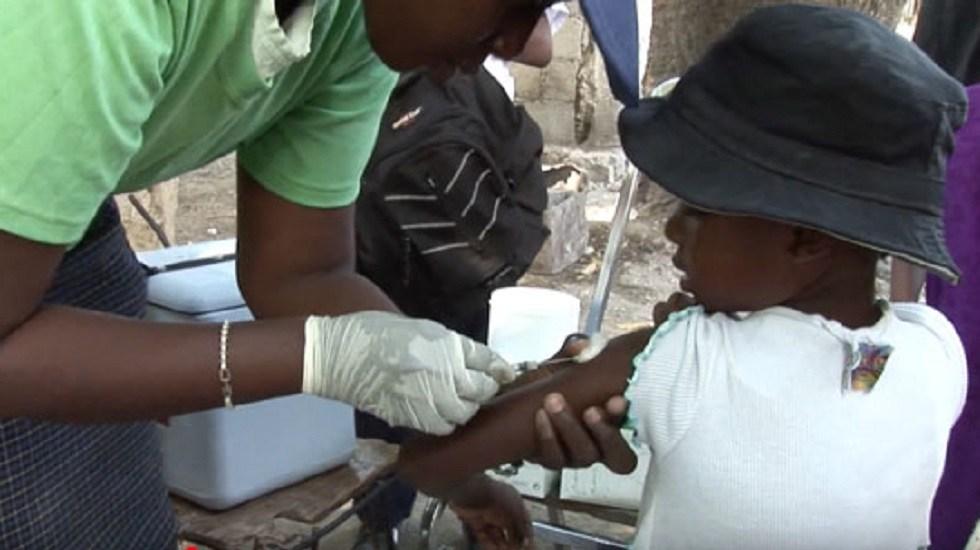 Casos de sarampión se triplican a nivel global durante 2019 - Vacunación de niños contra el sarampión. Foto de OMS