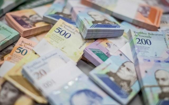 Moneda venezolana se deprecia un 52.07 por ciento frente al dólar en un mes - Foto de EFE